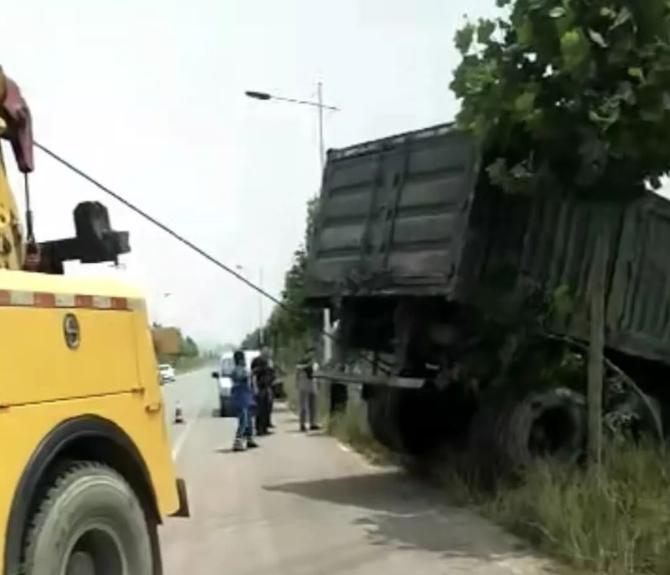 拖车牵引施救