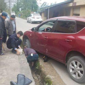 汽车陷入沟里救援